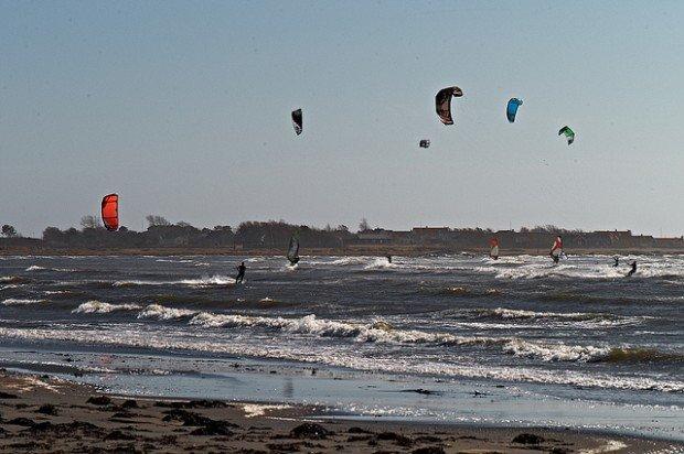 """Kitesurfing at Apelviken"""