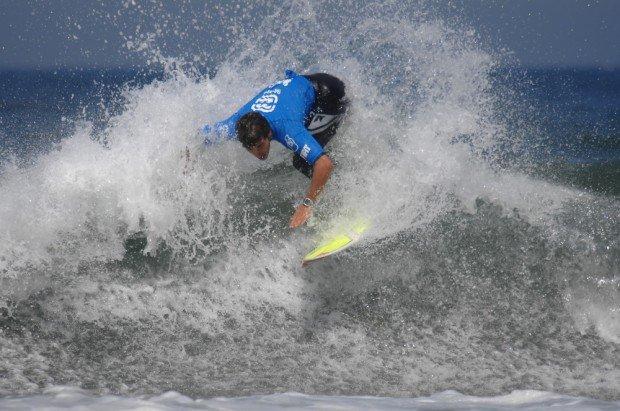 """Crazy Left, Ericeira surfing"""
