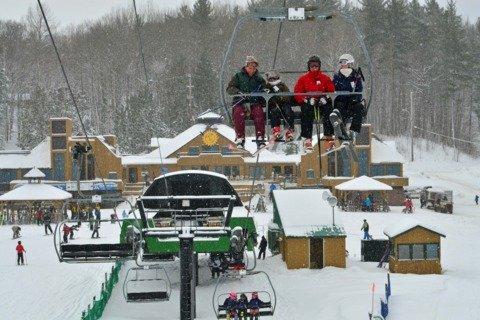 """Alpine skiing at Mont Sainte-Marie"""