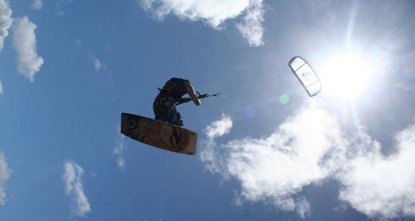 """Kitesurfing"""