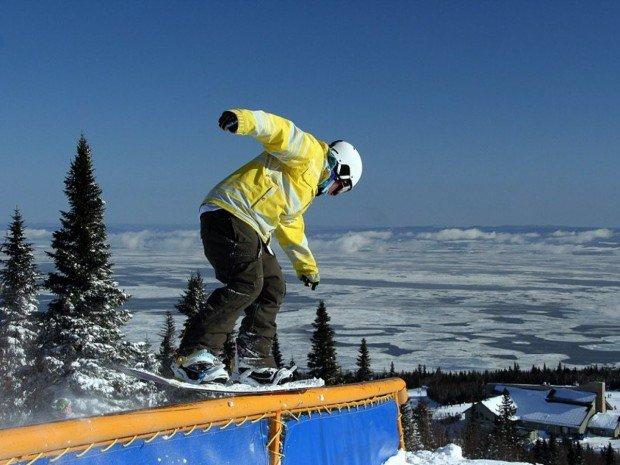 """Centre de Ski Mont Bechervaise Snowboarding"""