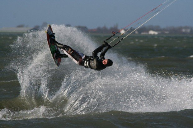 """Kiteboarding in Außenalster"""
