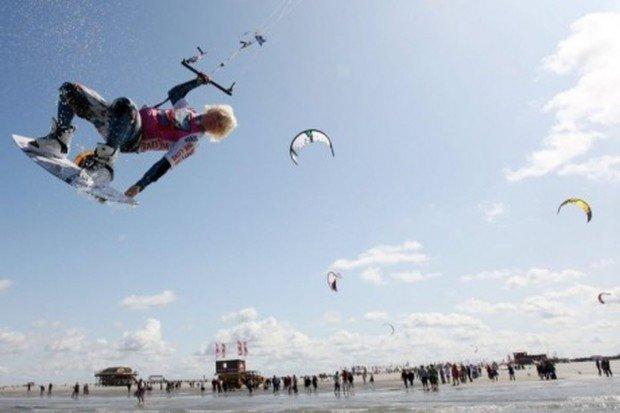 """""""Kitesurfing in Außenalster"""""""