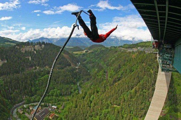 """Bungee Jumping in Europabruecke"""