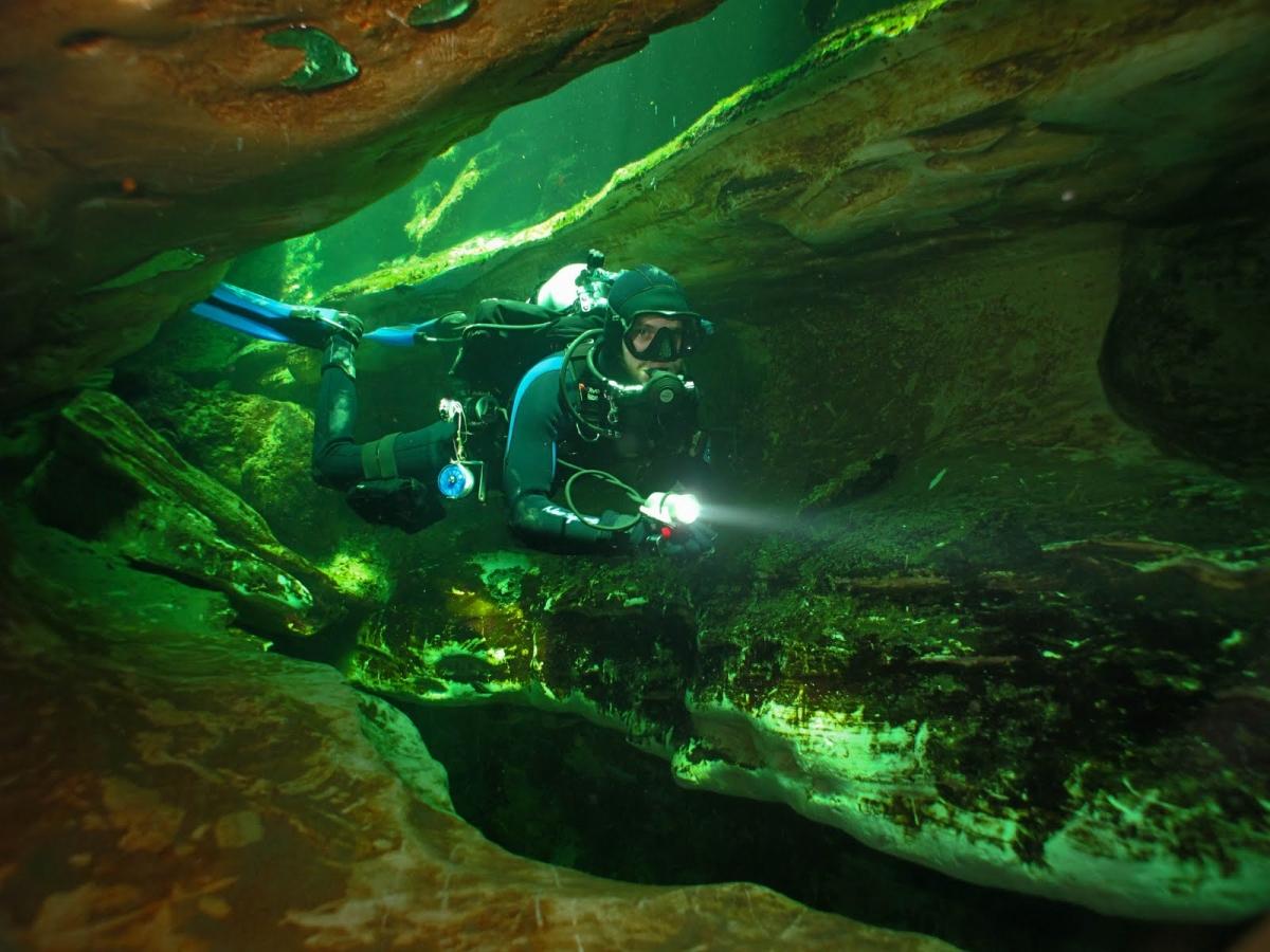 Cave scuba diving volusia blue spring daytona beach florida usa cave diving at volusia blue spring xflitez Images