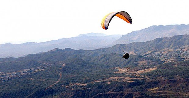 """Paragliding at Zaachila"""