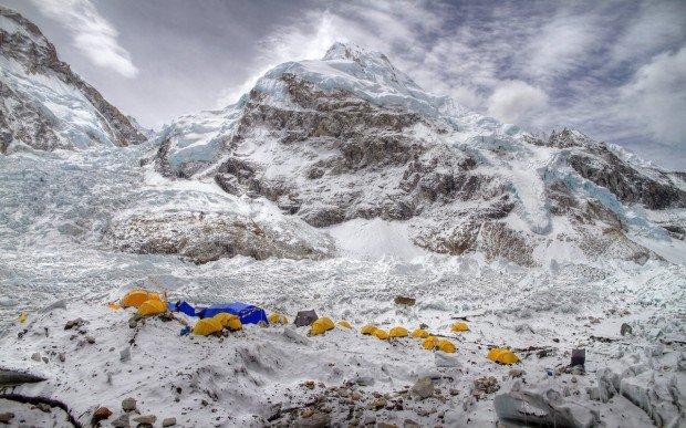 """Trekking at the Everest Transverse Trek"""