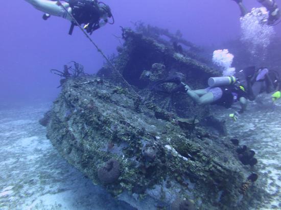 scuba diving tug boat negril jamaica