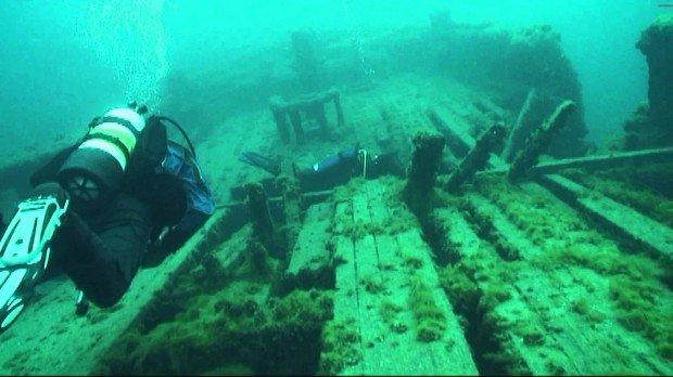 """Scuba Diving at Maitland wreck"""