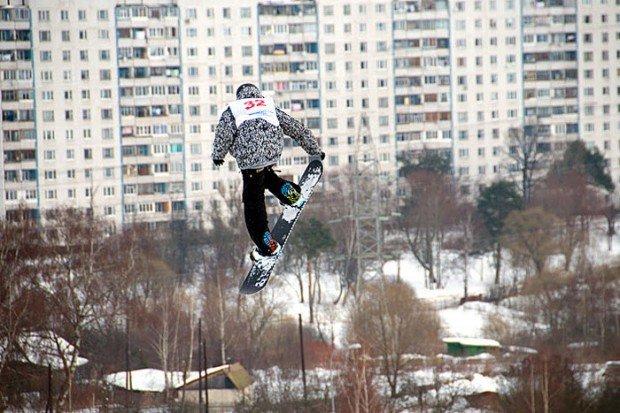 """Snowboarder jumping in Novo Peredelkino"""