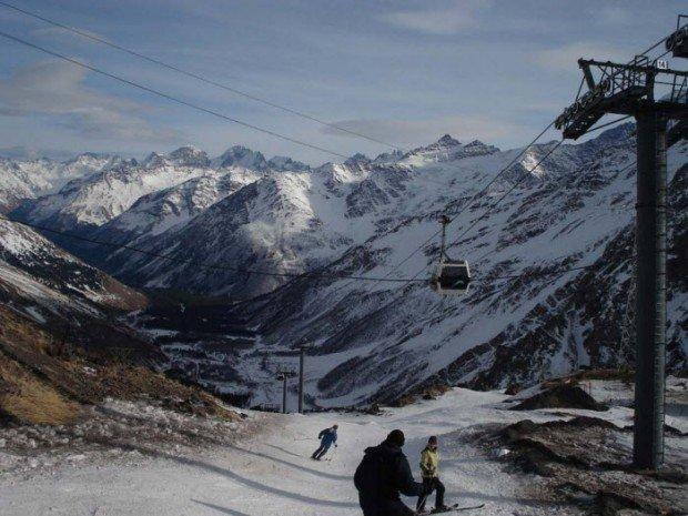 """Alpine Skiing in Elbrus-Azau Ski Resort"""