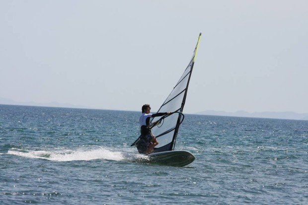 """Windsurfing Schinias """