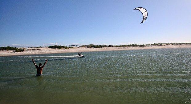 """Kitesurfing at Parajuru"""
