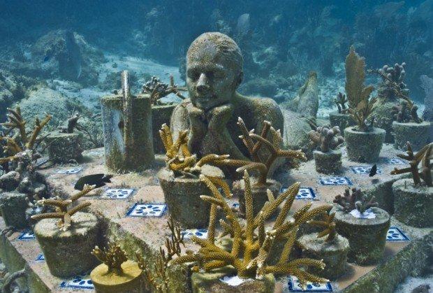 """Scuba Diving in the underwater sculpture museum of Cancun"""