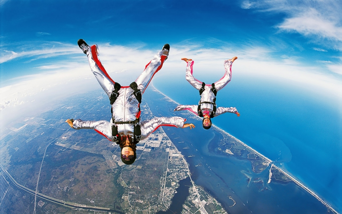 http://www.sharkzone.co.za/wp-content/uploads/2014/11/sky-diving-wallpapers_9205_1280x800.jpg
