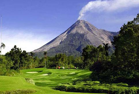 Exploring the World's Most Dangerous Golf Courses